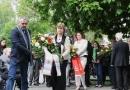 BVV-Vorsteher René Rögner Francke und Bezirksstadträtin Kerstin Rihcter-Kotowski legten stellvertretend für den Bezirk einen Kranz nieder.