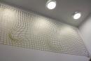 Kunst am Bau: Das goldene Netz der Künstlerin Ingeborg Lochermann ziert die Sporthalle. Fotos: Gogol