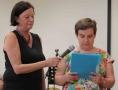 Susanne Stechow (rechts) ist studierte Musikwissenschaftlerin und Autistin. Sie trug eigene Geschichten vor.