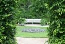 Blick von der Seite in den ovalen Garten