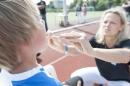 Kieferorthopädin Nicola Schmidt-Rogge untersuchte die jungen Spieler. Foto: Doppelpunkt Kommunikation