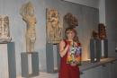 Kati Wiese erzählt den Besuchern von Shiva.