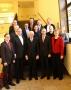 Gemeinsames Foto von Senat und Bezirksamt im Rathaus Zehlendorf.