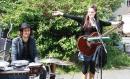 Das Duo Felice & Cortes machte Musik auf dem Vorplatz.