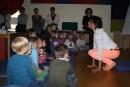 Dr. Friedricke Thullner zeigte den Kindern, wie Tiere sich verhalten.