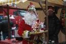Andere Weihnachtsmänner nutzten die Gelegenheit, um Spenden zu sammeln.