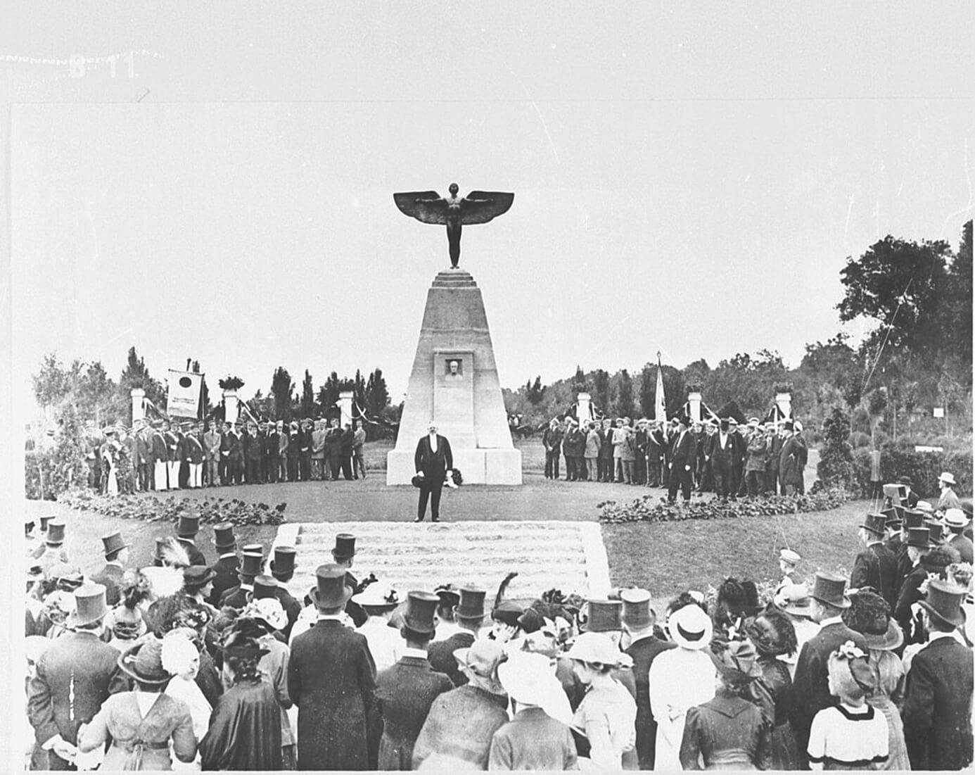 Lilienthal-Denkmal am Teltowkanal ist Denkmal des Monats November