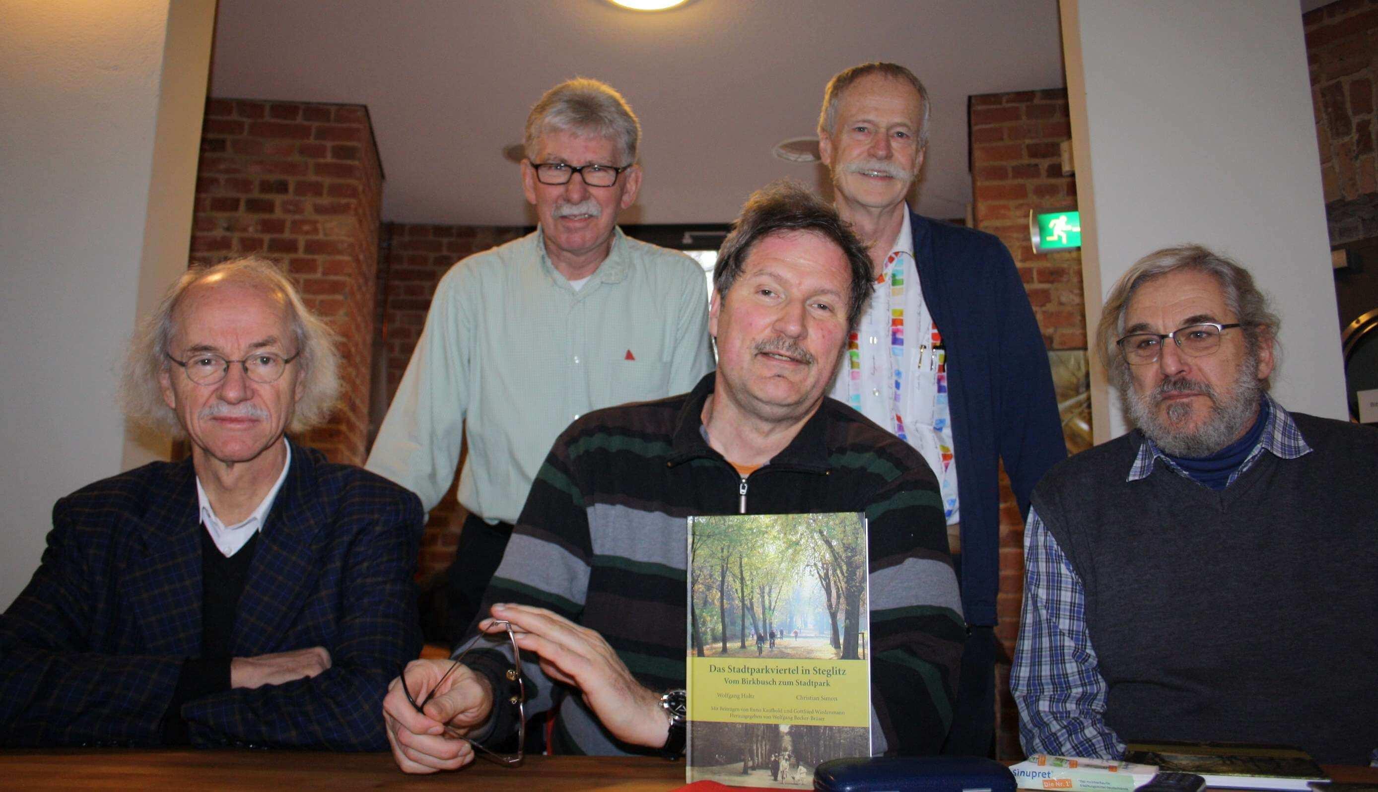 Mehr als Sträucher, Bäume Enten: Autoren stellen Buch über Steglitzer Stadtpark vor