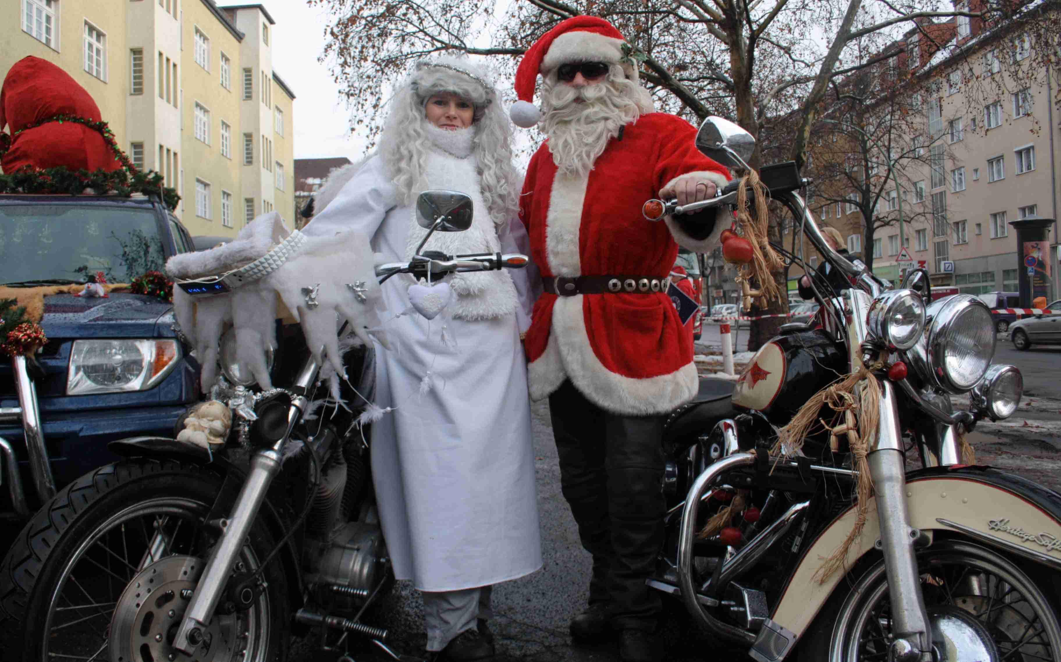 Für Christmas-Biker taut das Eis: Weihnachtsmänner auf Motorrädern helfen Bedürftigen