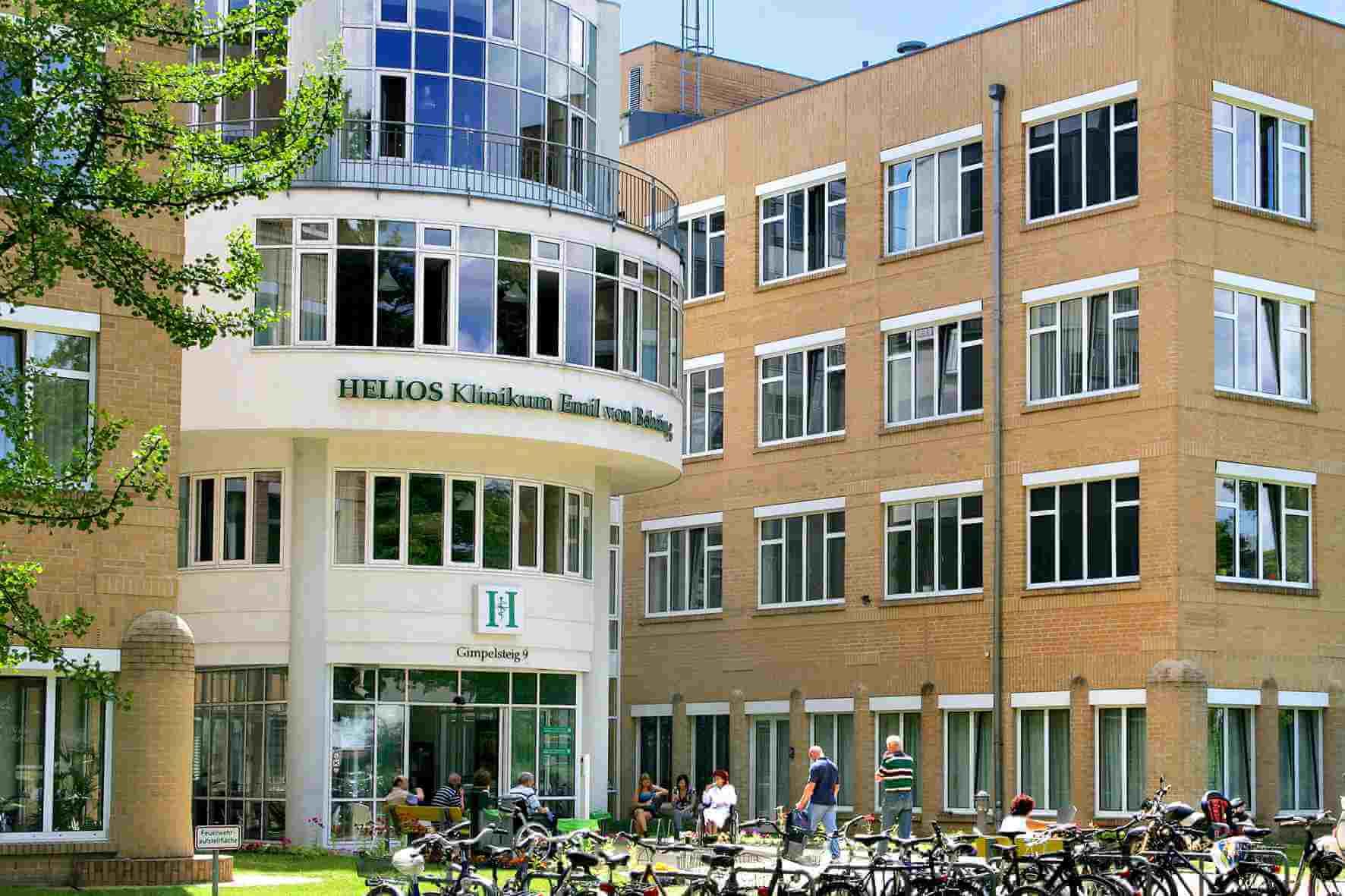 Protest bei Helios-Klinik Emil von Behring in Zehlendorf gegen geplante Umstrukturierungen