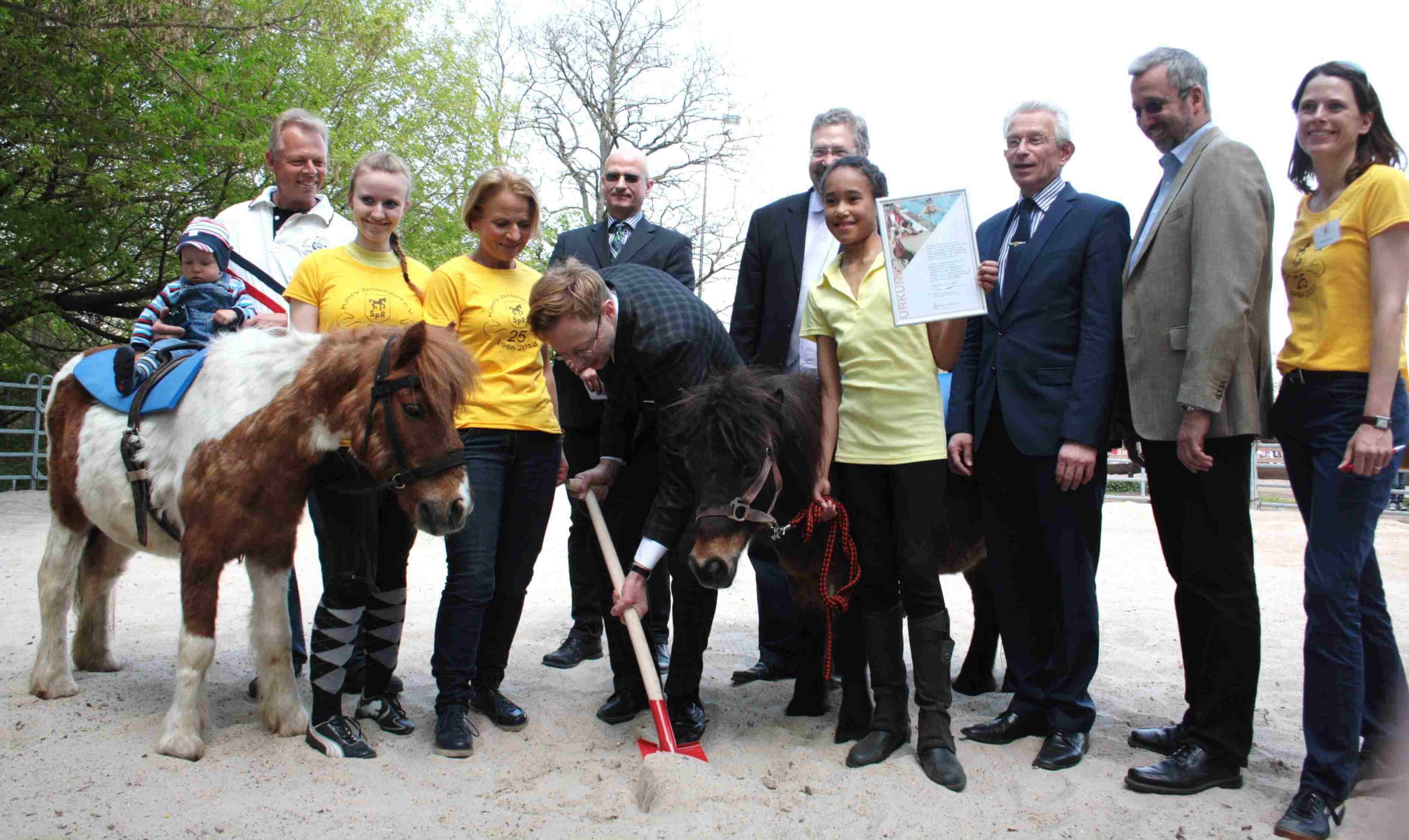Mit einem Pony fing alles an: KJRFV Zehlendorf feiert 25-jähriges Bestehen und 50 Jahre Madame Nou