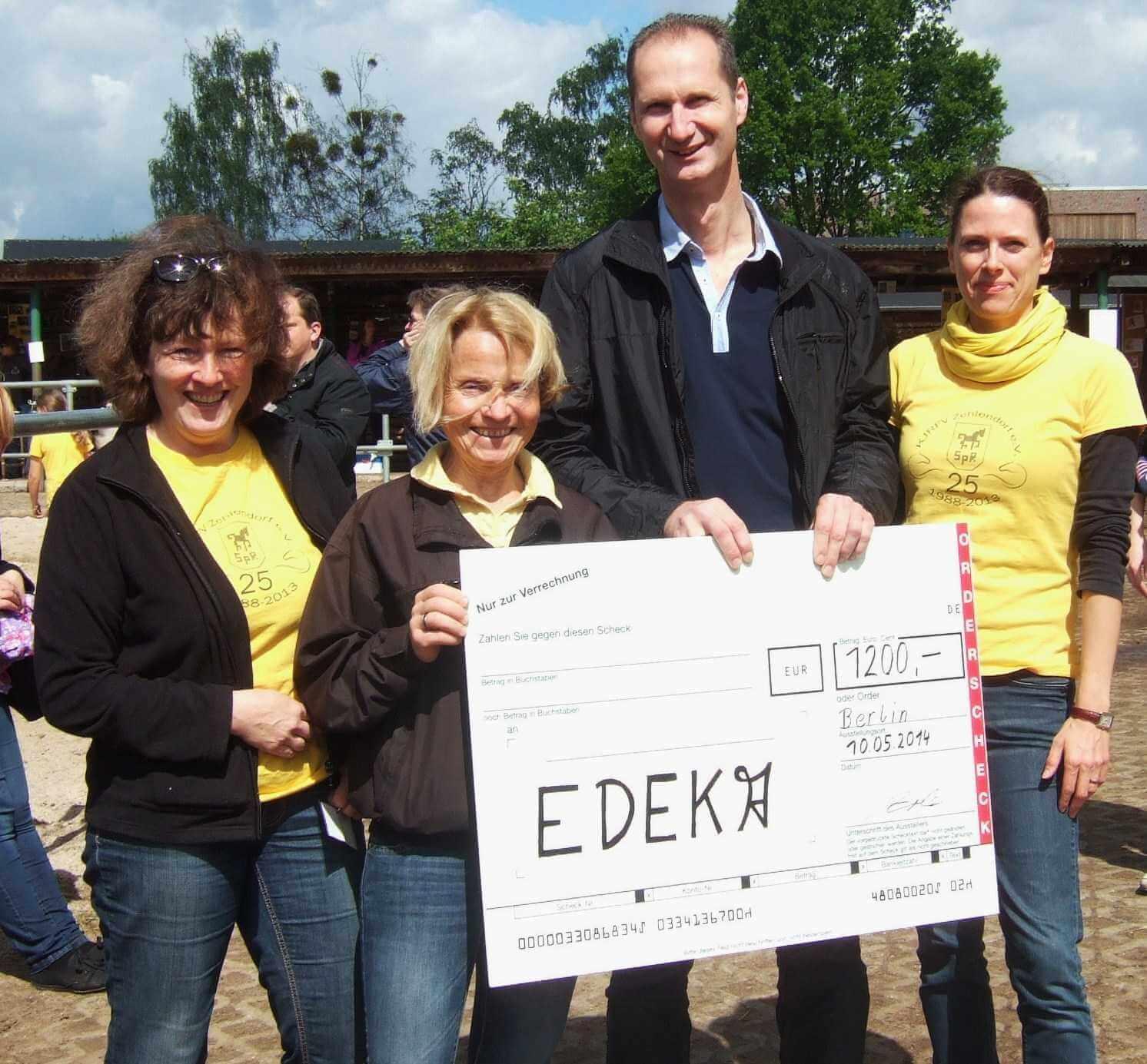 Flaschen machen Pferdefreunde glücklich: KJRFV Zehlendorf erhält 1.200 Euro aus Pfandspenden-Aktion