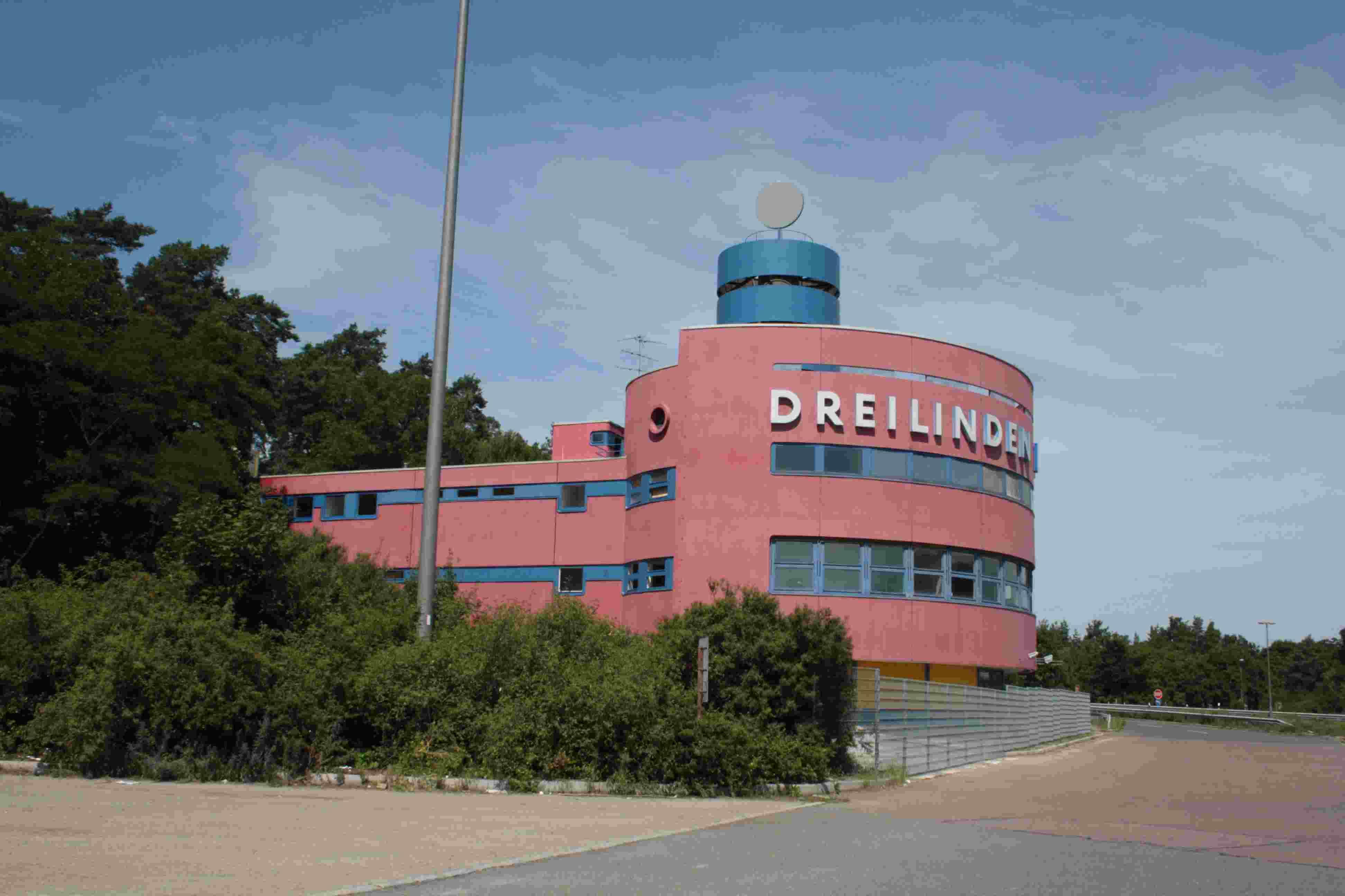 Oldtimer-Salon am Checkpoint Bravo: Bezirk begrüßt neue Pläne für ...