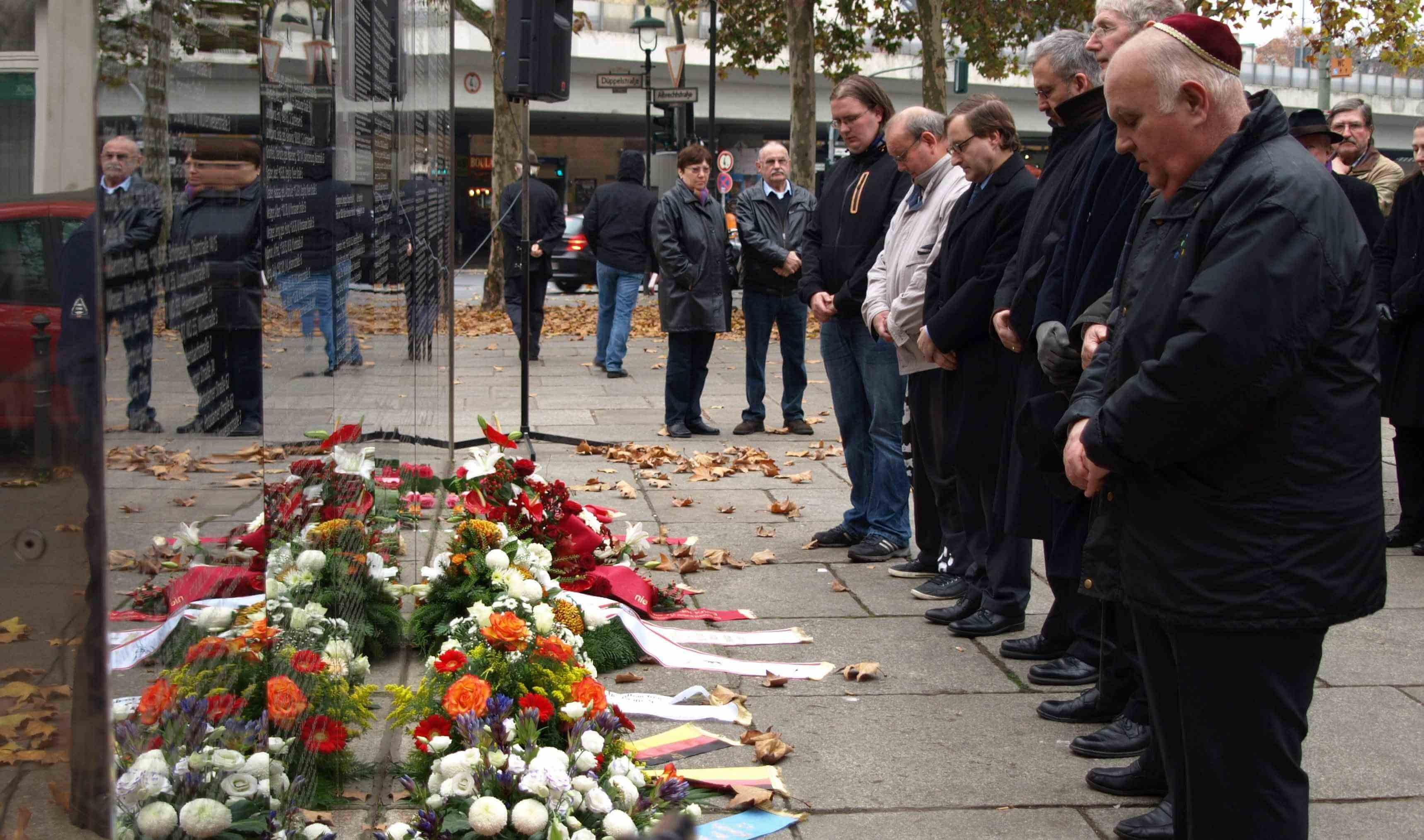 Gedenken an Reichspogromnacht: Kranzniederlegung in Steglitz