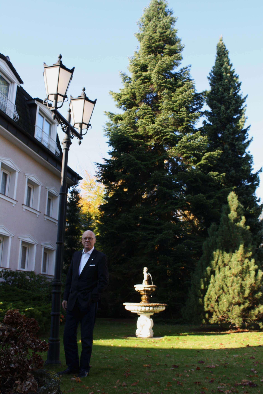 ein weihnachtsbaum f r berlin lichterfelder spendet. Black Bedroom Furniture Sets. Home Design Ideas