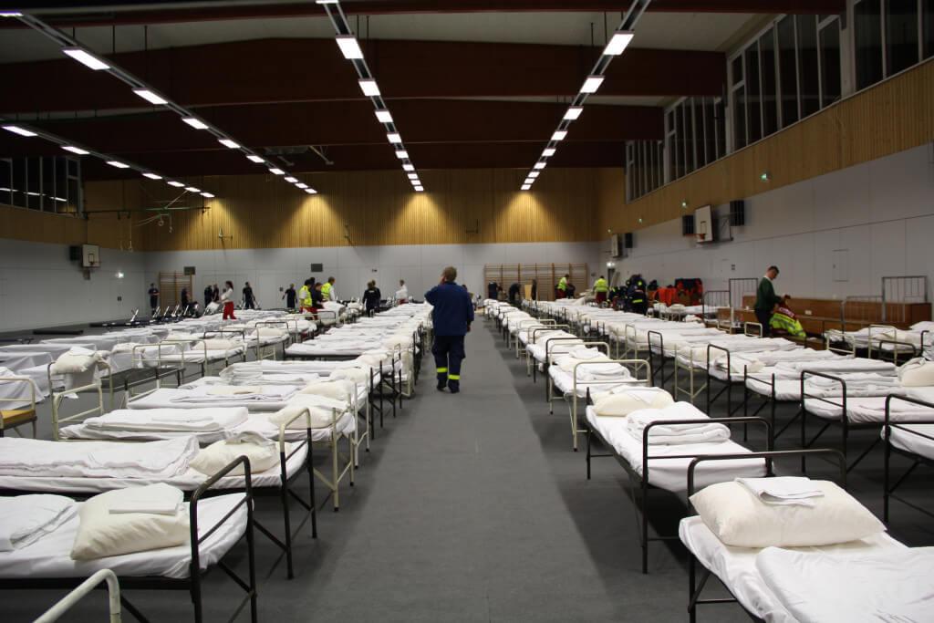Notunterkunft für Flüchtlinge in Turnhalle der FU in Dahlem eingerichtet