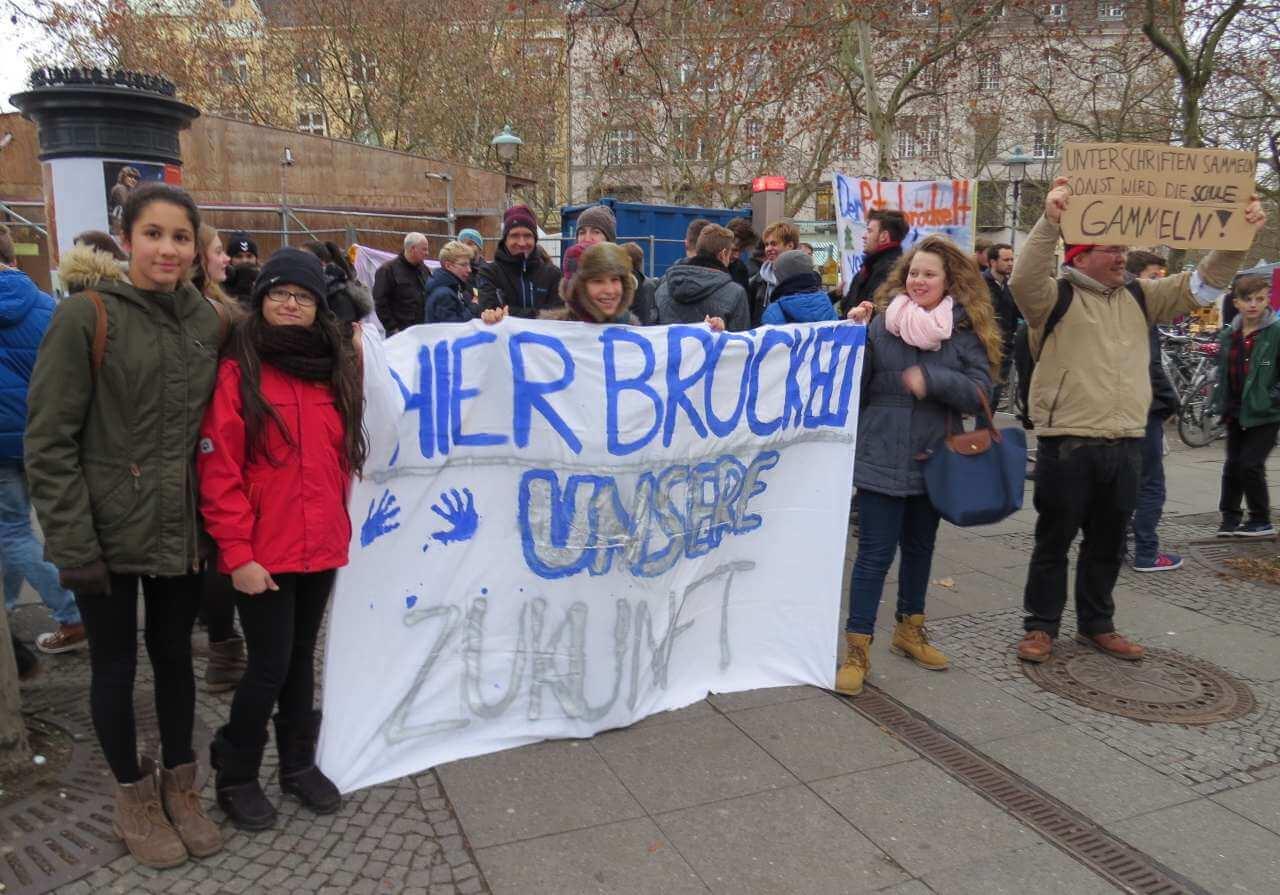 Schüler wollen für Schulsanierung streiken / BVV lehnt Resolution ab