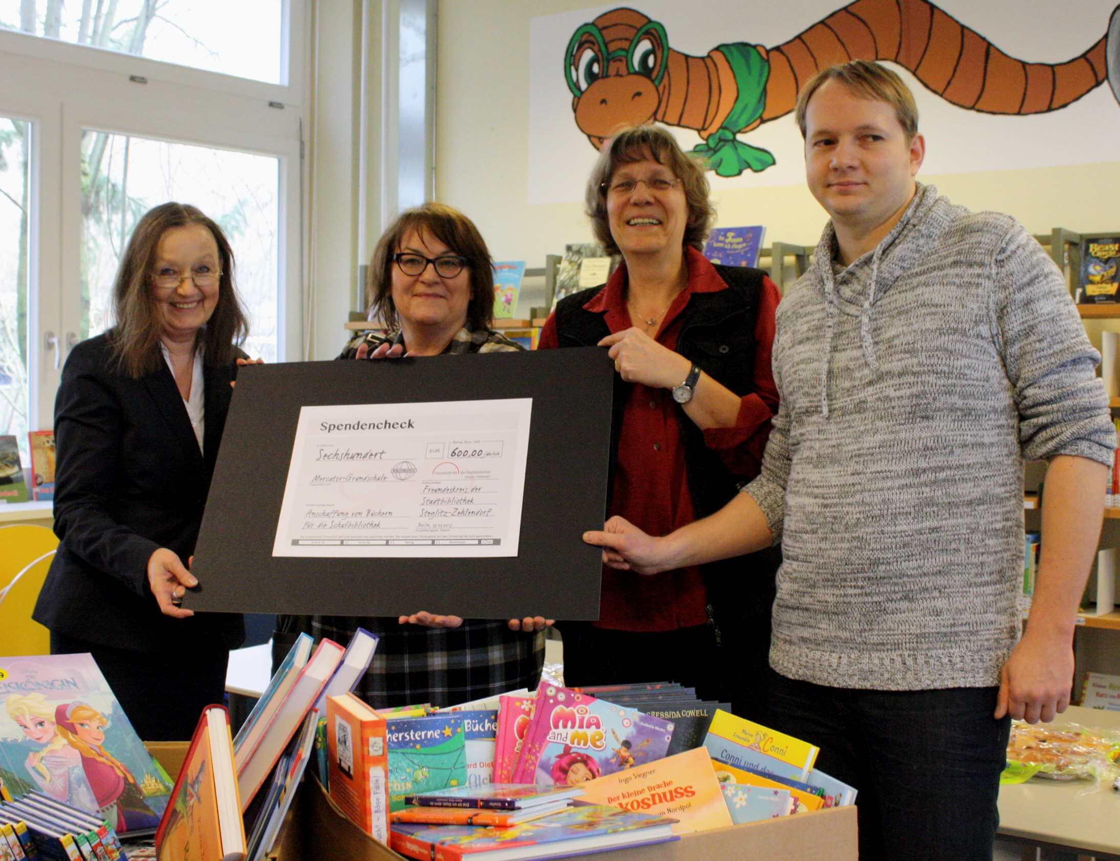 Nachschub für Leseratten: Freundeskreis der Stadtbibliothek unterstützt Schulbibliothek der Mercator-Grundschule