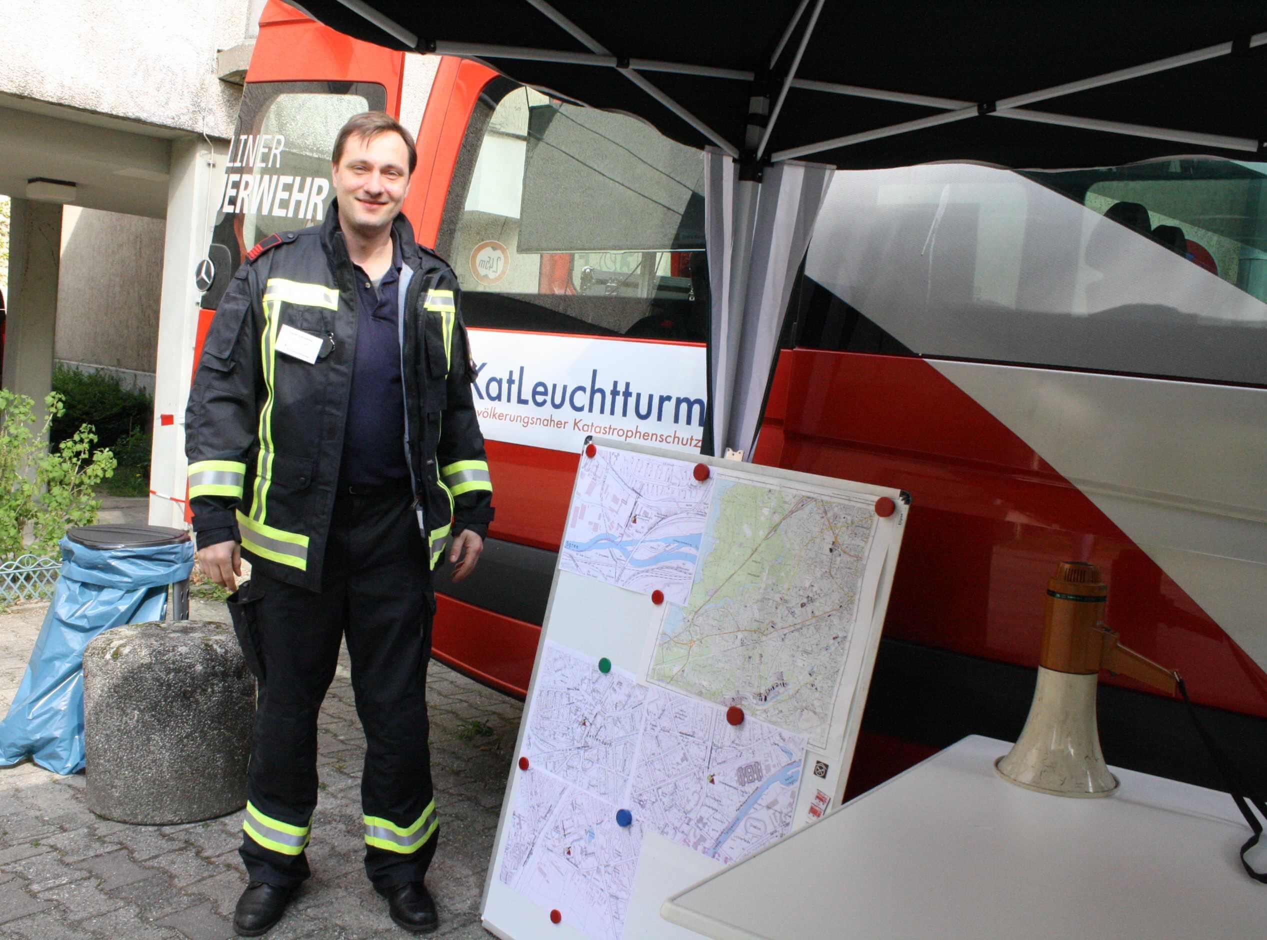 Blackout in Berlin: Forschungsprojekt KatLeuchttürme probt in Zehlendorf für den Ernstfall