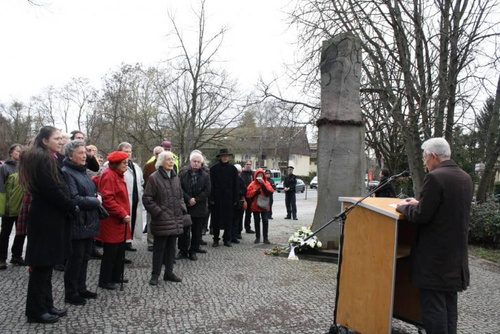 In seiner Rede appellierte Bezirksbürgermeister Norbert Kopp, Rassismus und Intoleranz entgegenzutreten. Foto: Gogol