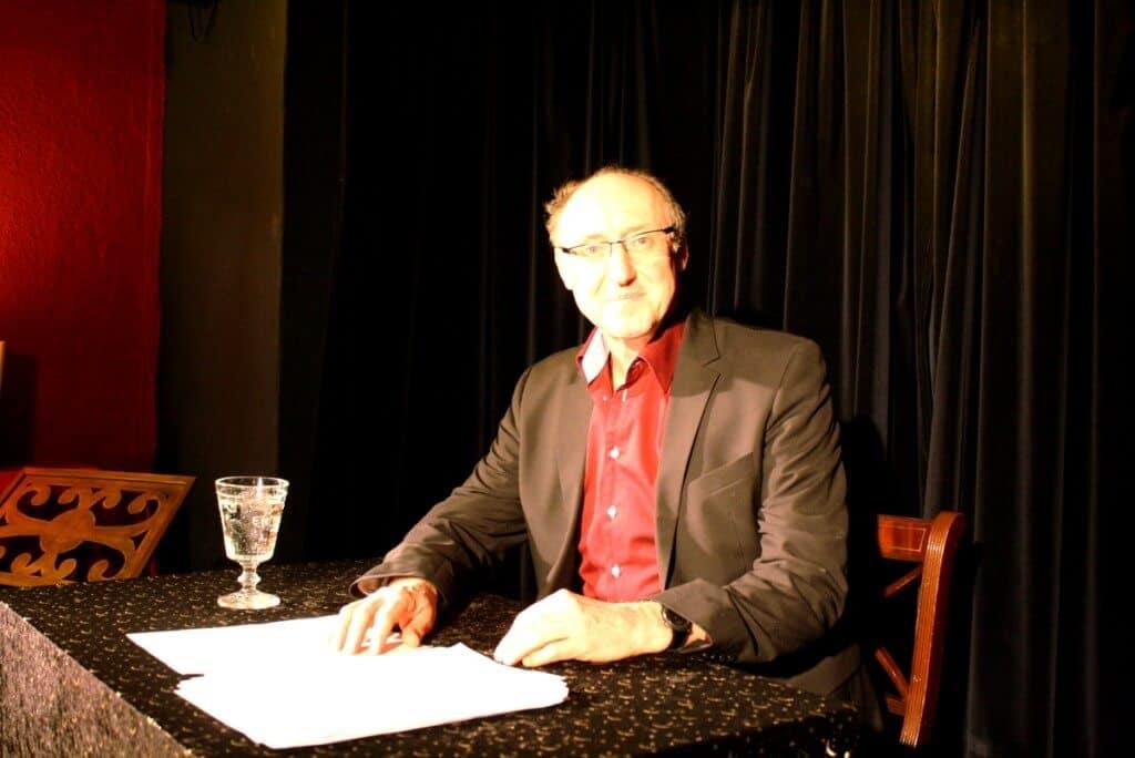 Harald Effenberg las im Zimmerheater Steglitz allein ein Zwei-Personen-Stück. Foto: Gogol
