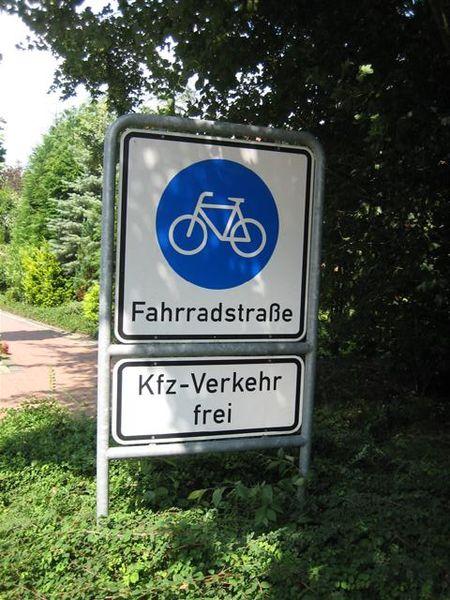Ein Schild wie dieses wird an der Lauenburger- und Sedanstraße aufgestellt. Foto: Gerolsteiner91