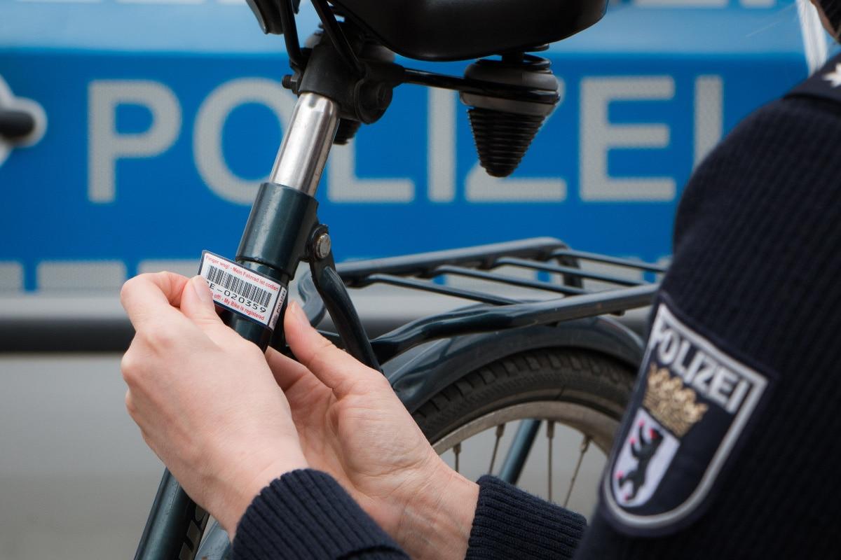 """""""Mit dem Rad sicher durch das Jahr"""": Polizei berät in Lankwitz"""