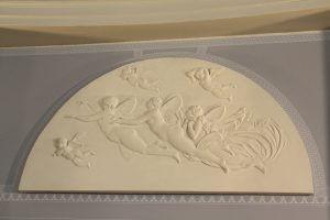 Das Aurora-Relief ist zurückgekehrt ins Wrangelschlösschen. Foto: Gogol