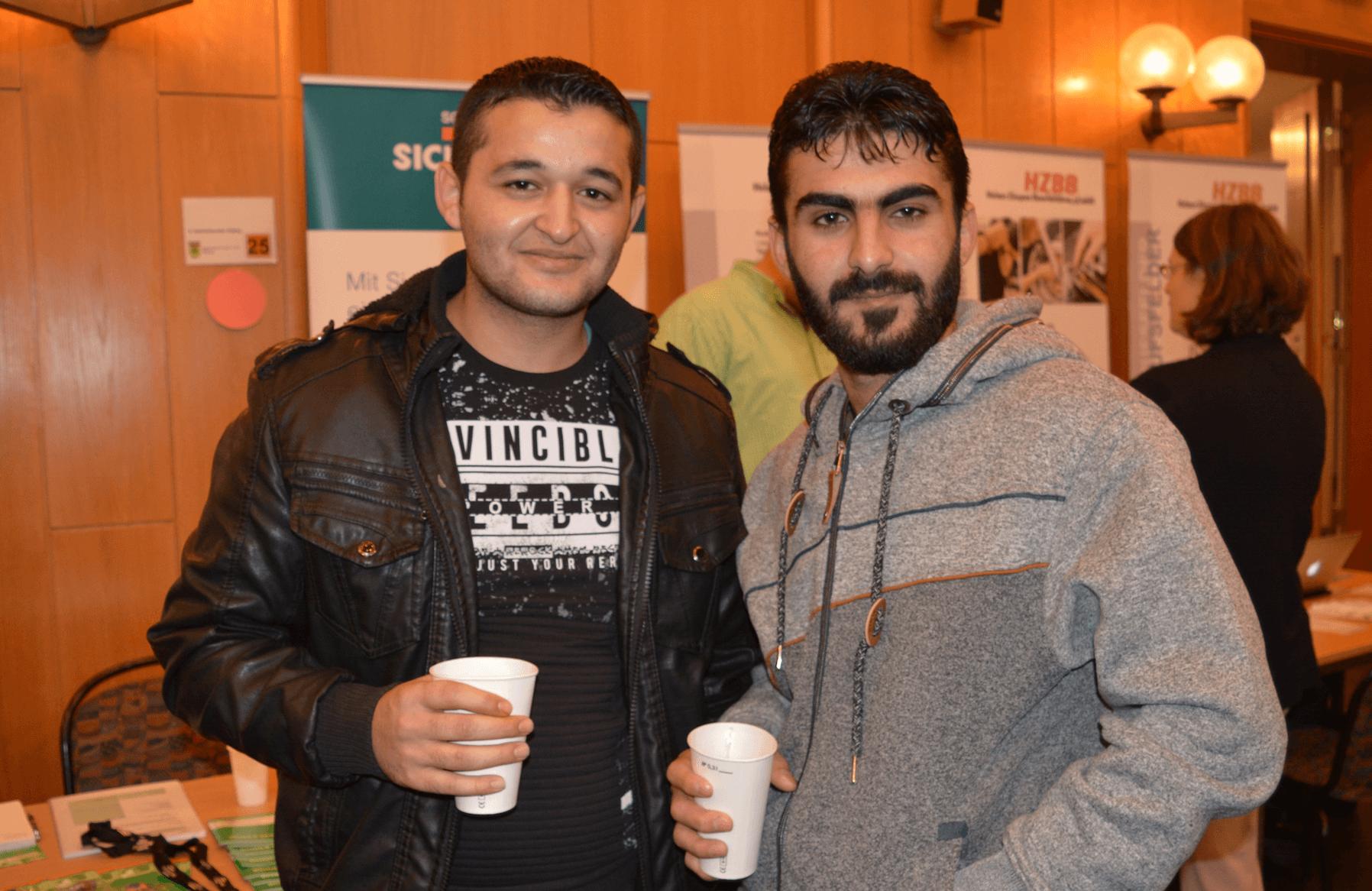 Flüchtlinge besuchen Jobmesse in Zehlendorf