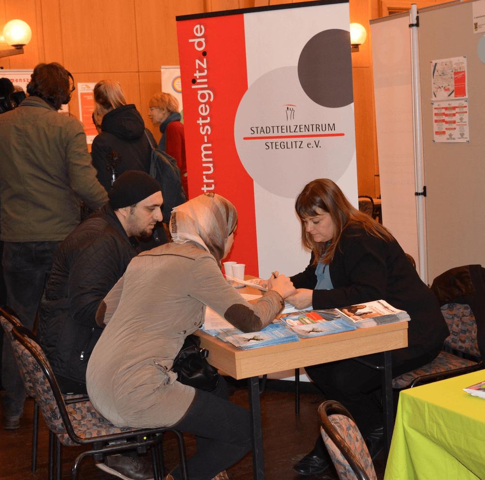 Integrationsbüro Steglitz auf der Jobmesse für Flüchtlinge im Rathaus Zehlendorf