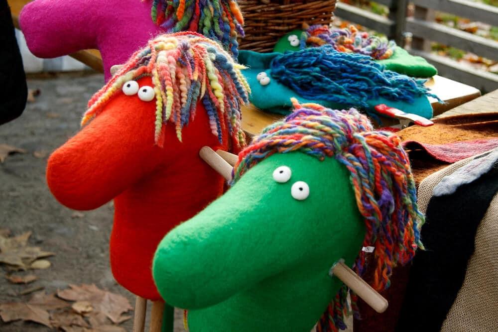 Textilhandwerksmarkt mit Laternenumzug auf der Domäne Dahlem