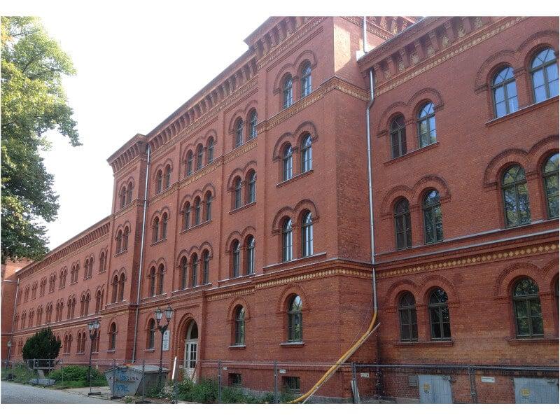 Vom Kadettenschloß zum Bundesarchiv – die ehemalige Hauptkadettenanstalt in Lichterfelde ist Denkmal des Monats November