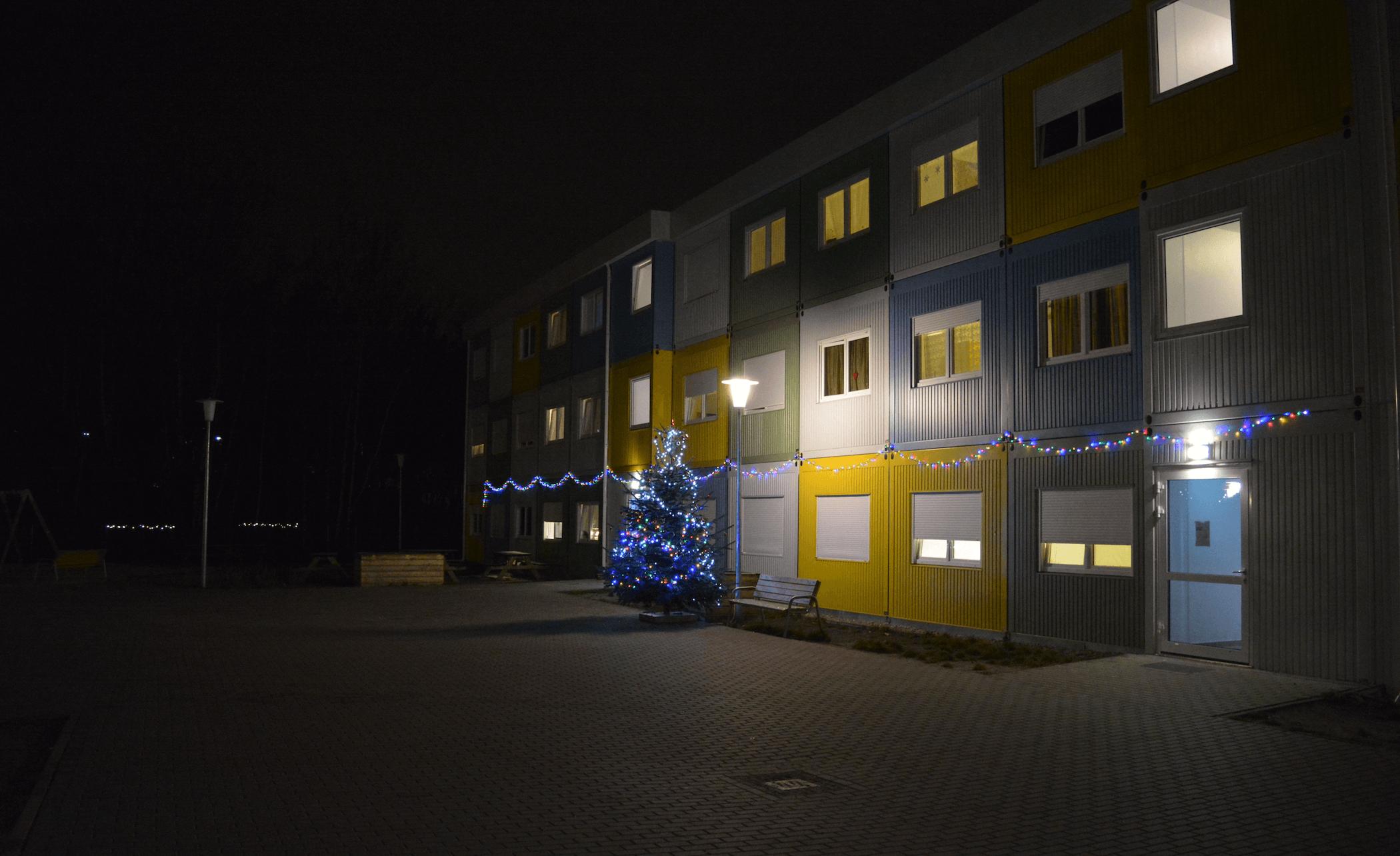 Weihnachtsbaum Fluechtlingsunterkunft