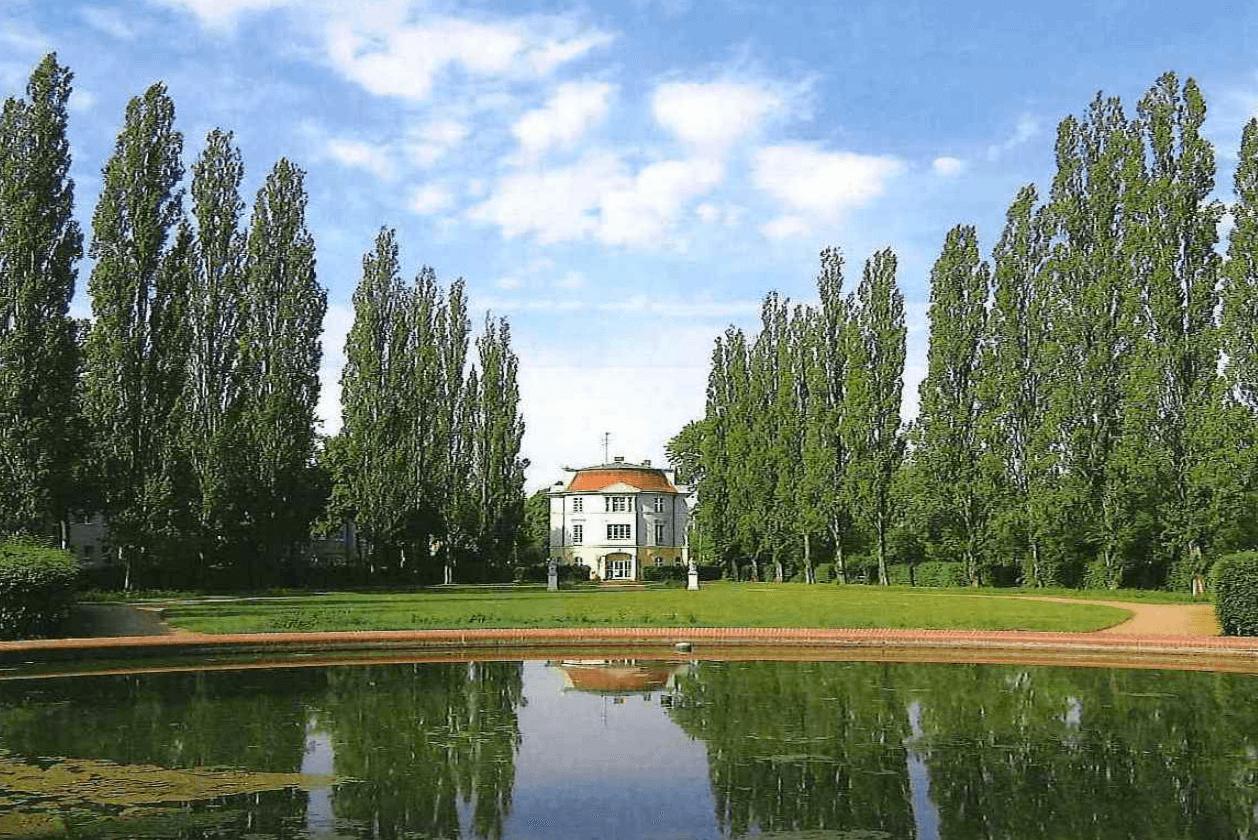 Bernkastler Platz in Lankwitz ist Denkmal des Monats Januar