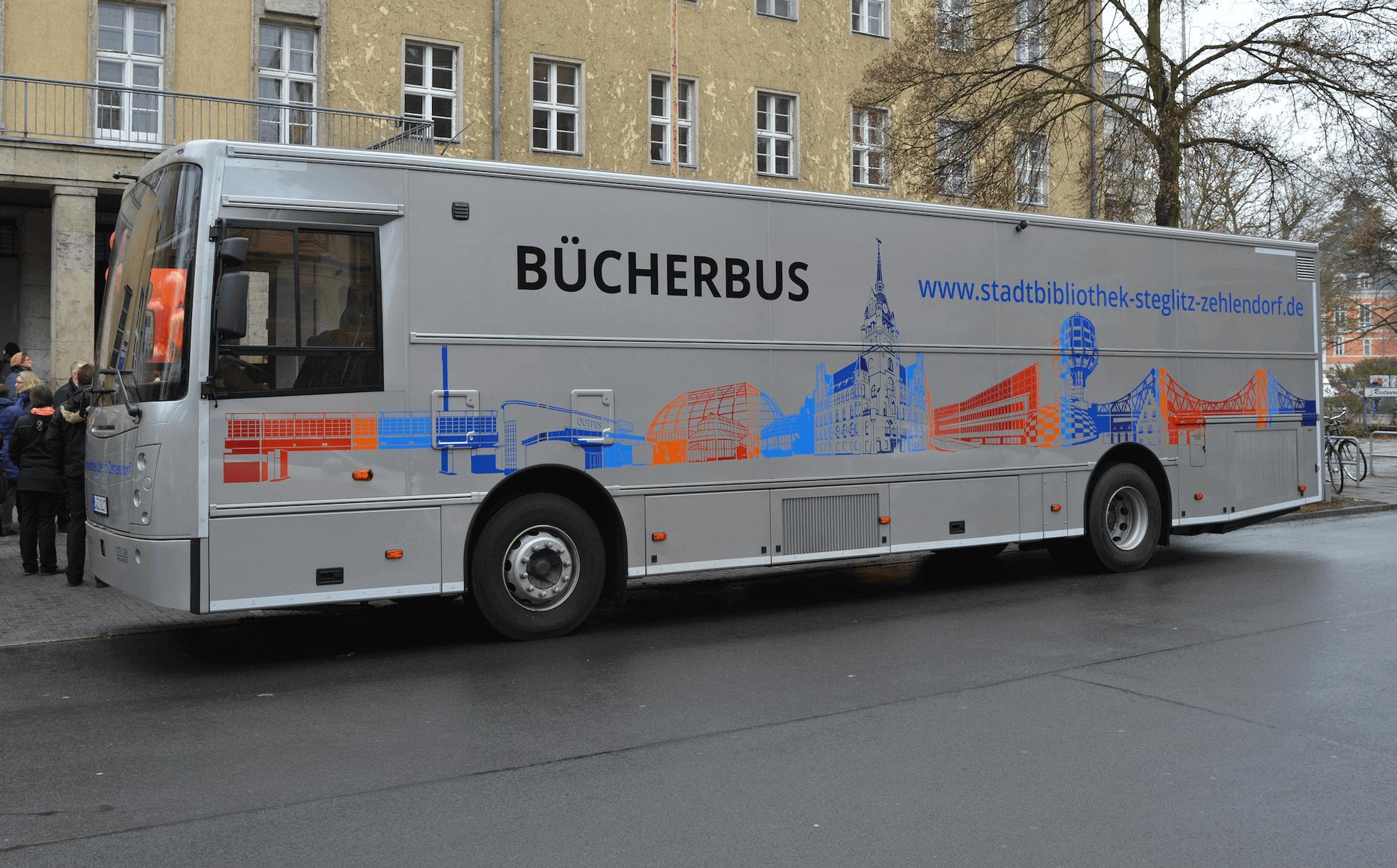 Bücherbus fährt erstmalig auch in den Sommerferien