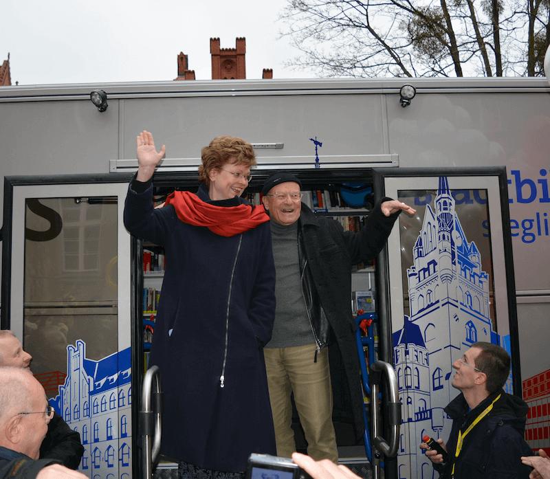 Endlich im Einsatz: Neuer Bücherbus für Steglitz-Zehlendorf eingeweiht