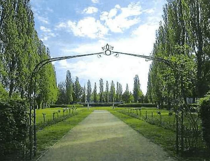 Rosenbogen Bernkastler Platz Lankwitz