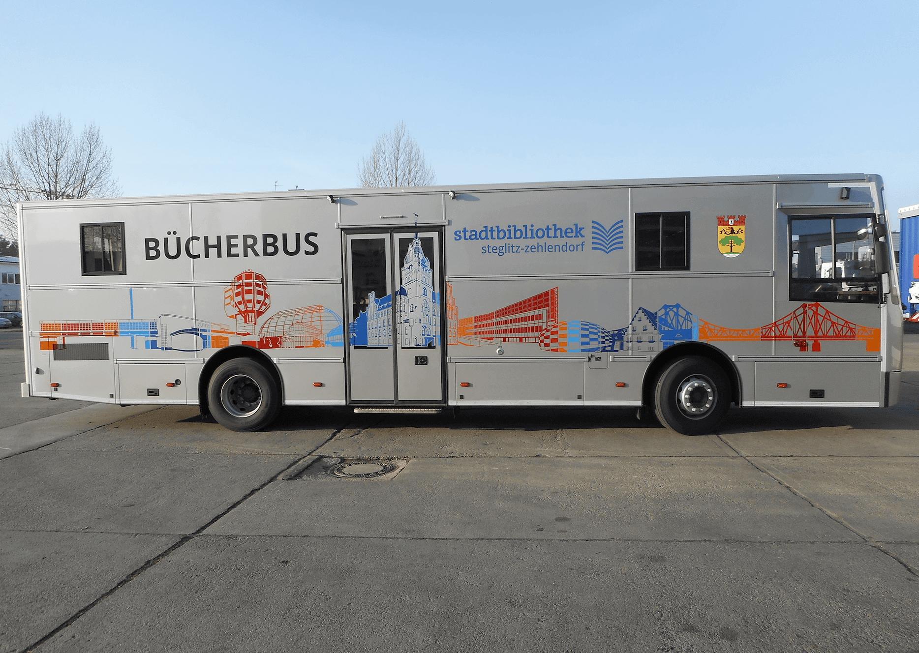 Neuer Bücherbus für Steglitz-Zehlendorf wird eingeweiht