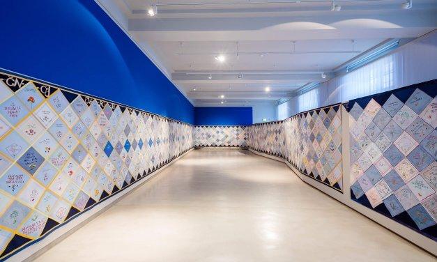 1000 Taschentücher erinnern an Krieg im ehemaligen Jugoslawien – Ausstellung im Museum Europäischer Kulturen