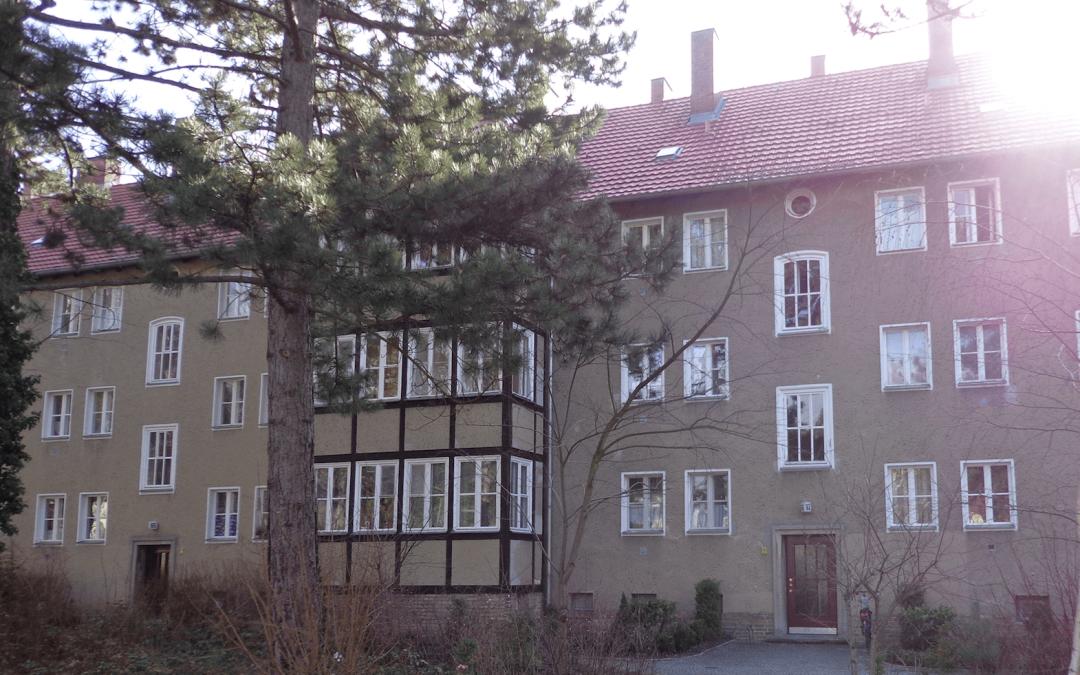 Deutsche Wohnen saniert Häuser an der Argentinischen Allee in Zehlendorf – Mieter besorgt