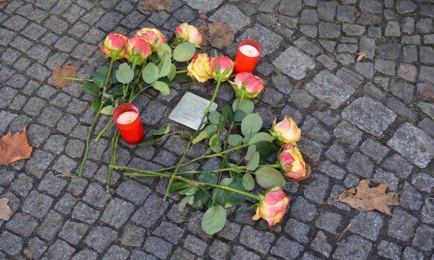 Zehn weitere Stolpersteine werden vor dem ehemaligen jüdischen Blindenwohnheim in Steglitz verlegt