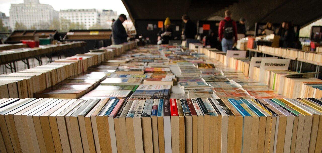 Büchertrödel in der Ingeborg-Drewitz-Bibliothek