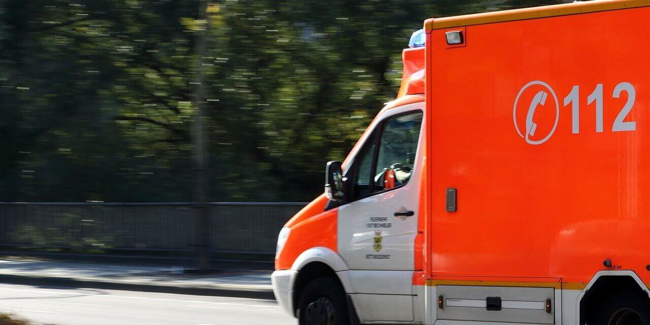 17-jähriger Radler bei Zusammenstoß mit Polizeiwagen schwer verletzt
