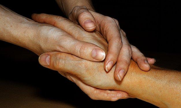 Geflüchtete werden zu Pflegehelfern ausgebildet