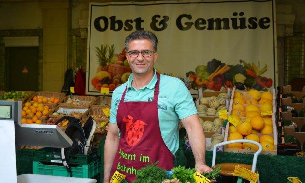 """""""Späti"""" der etwas anderen Art: Im Bahnhof Lichterfelde Ost gibt es Obst und Gemüse rund um die Uhr"""