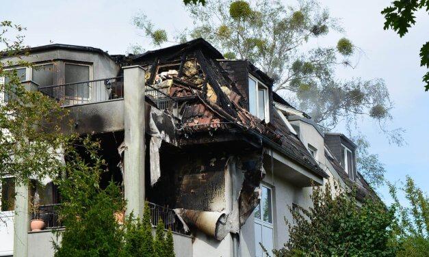 Brand in Lichterfelde: Dachgeschoss vollständig ausgebrannt