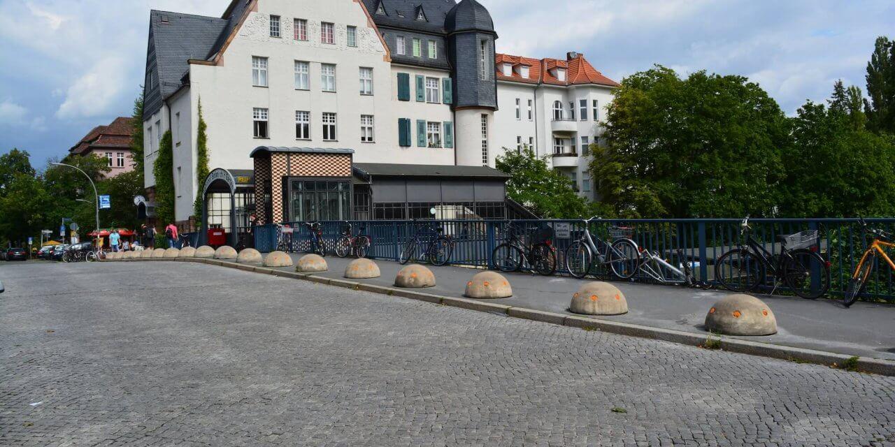 Moltkebrücke am S-Bahnhof Botanischer Garten wird für Autos gesperrt