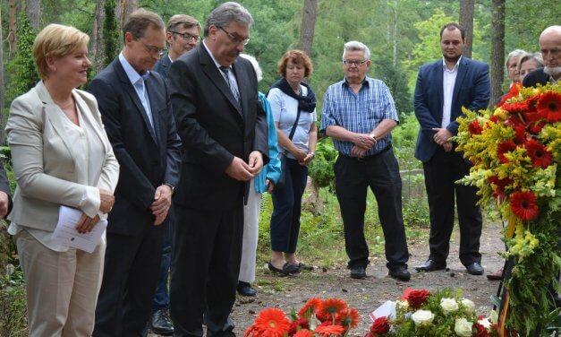 Müller bei Kranzniederlegung zum 50. Todestag von Paul Löbe in Zehlendorf