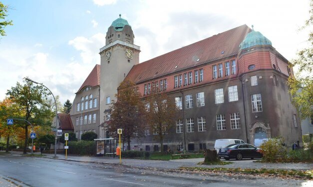 Marktplatz der weiterführenden Schulen im Rathaus Zehlendorf