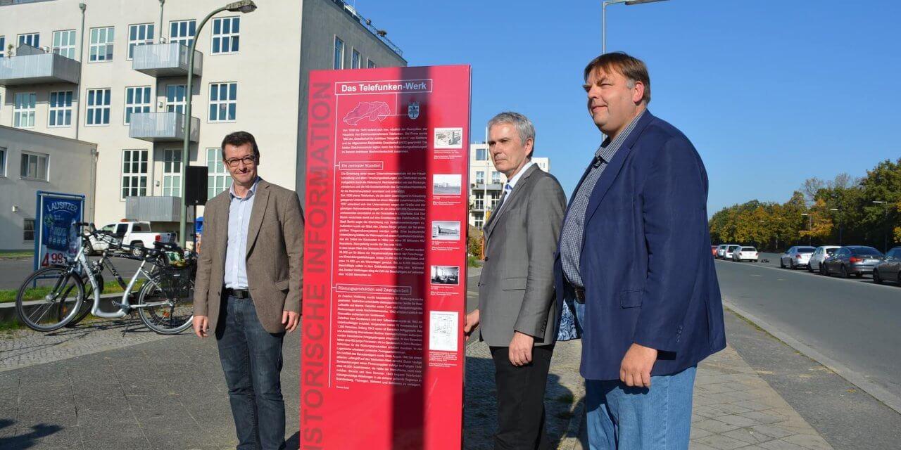 Neue Gedenk-Stele soll an die Geschichte des Telefunken-Werks und des Platzes des 4. Juli erinnern